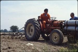 Pierre Labeyrie sur son Tracteur 100 % Biogaz
